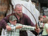 Wizyta w Warowni Jomsborg - nauka strzelania z łuku historycznego