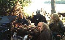 Stara Baśń - kiedy słońce było bogiem - jarlowie posilają się