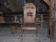 Krzesło tortur - jedna z atrakcji dla grup szkolnych