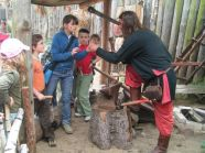 Wizyta w Warowni Jomsborg - pokazy wybijania monet