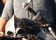 Stara Baśń - kiedy słońce było bogiem - miecz i hełm jarla Einara