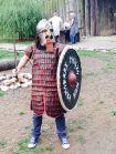 Przebieranie za wikinga - jednym jest bardziej do twarzy, innym mniej, ale wszyscy dobrze się bawią
