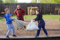 Walki dla dzieci na worki z sianem