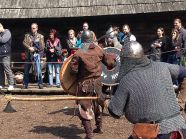 walki jeden na jeden podczas Pikniku historycznego w Warowni Jomsborg